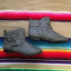 Rampage Faux Suede Gray Zip Ankle Boot Size 9